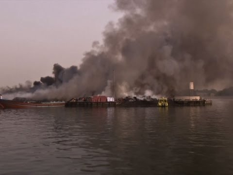 Raw: Fire Engulfs Ships Along Dubai Waterway