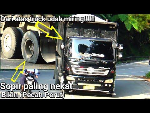 Bikin (Pecah Perut) aksi sopir paling nekat Diturunan sitinjau lauik ban truck pecah.
