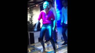 Клёво танцует. Ржачь(Изюм., 2015-09-11T20:39:11.000Z)