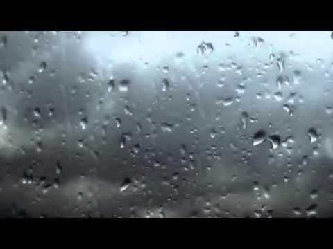 Huzur verici yağmur ve gök gürültüsü sesi