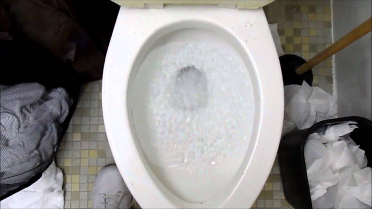 Preservativi di toilette arrossati: foto di nudo-1002