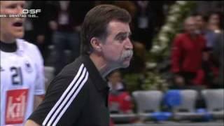 Handball WM Deutschland Norwegen Heiner Brand geht auf den Schiedsrichter los