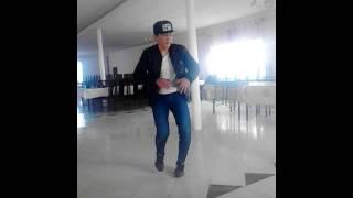 Тони попито танец