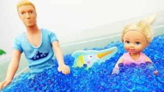 Кен и Штеффи на РЫБАЛКЕ. Купаемся в озере! Видео с куклами