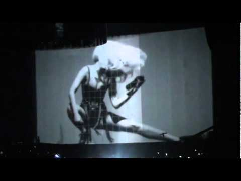 [01/31*] Lady Gaga - Dance in the Dark (live) @ The Monster Ball, Madison Square Garden, 2/21/11