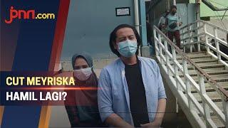 Sering Mual, Cut Meyriska Hamil Anak Kedua? - JPNN.com