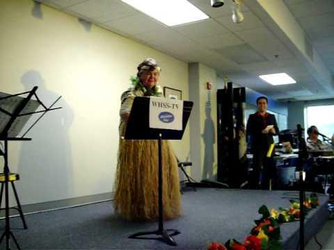 Hawaiian Idol dances upright at Hawai