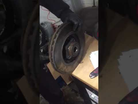 How to split ford transit front brake disk from hub