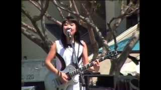 Great document of Shonen Knife's 1997 US tour. Concerts, behind the...