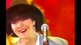 The ROLL UPS の演奏をバックに、アン・ルイスさんが歌う、山口百恵作詞...