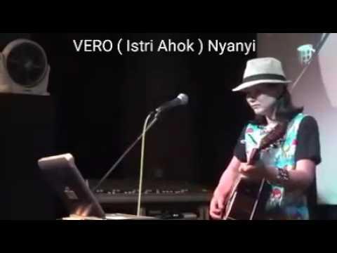 Vero (istri ahok) bernyanyi