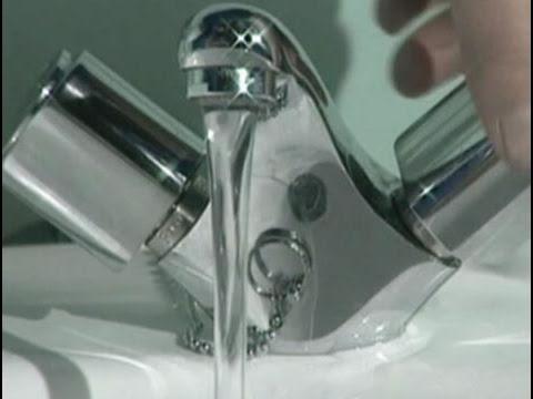 Como arreglar un grifo doovi for Como arreglar la llave de la ducha que gotea