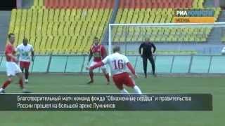 Водянова с Дворковичем сыграли в футбол