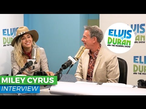Miley Cyrus Chats About Her Crazy Family, Loving Life in Malibu and Stage Fright | Elvis Duran Show