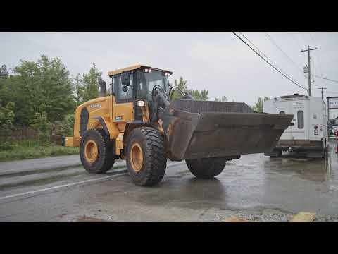 When To Use A WHEEL LOADER For Landscaping & Construction - Www.Rent1.ca