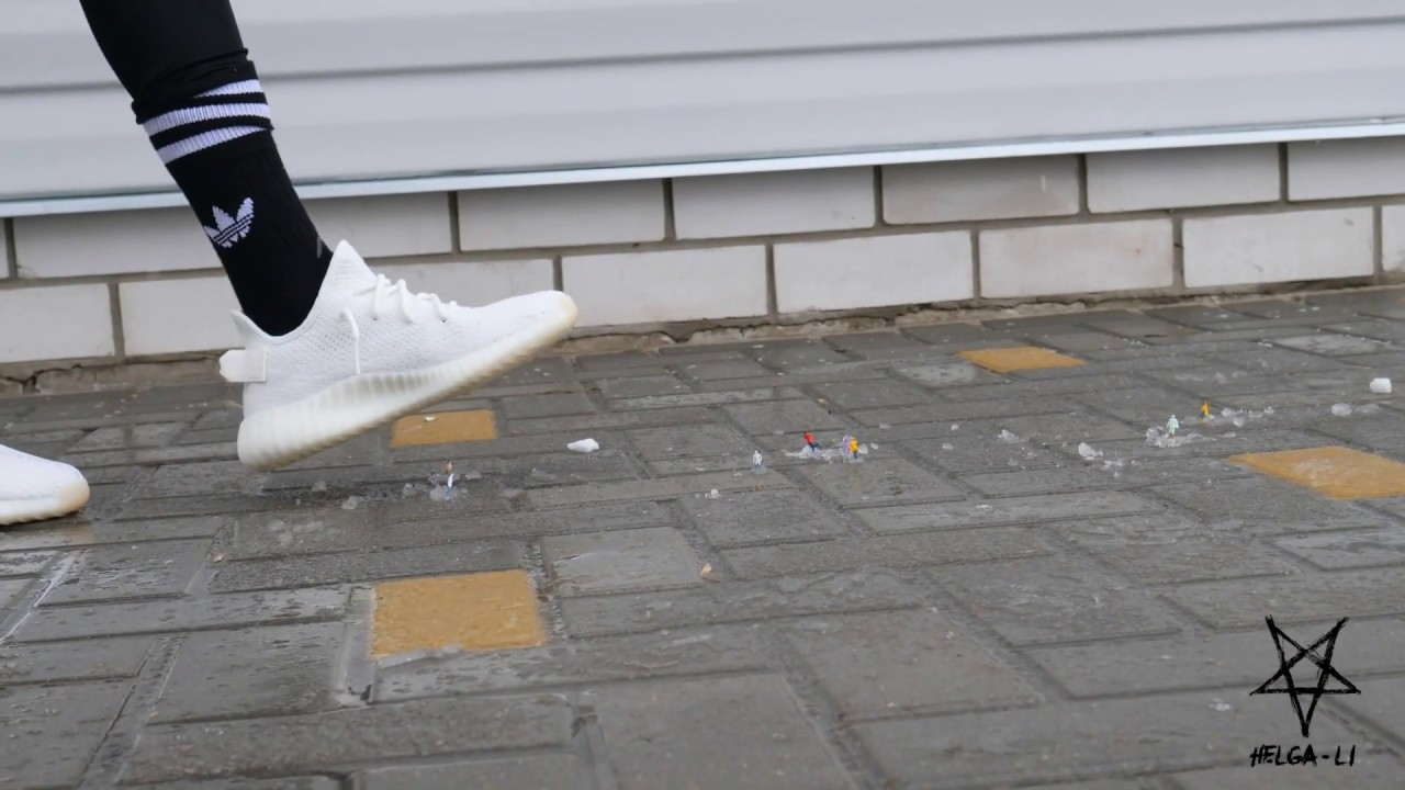 Download Giantess Sneaker Crush (Helga Li)