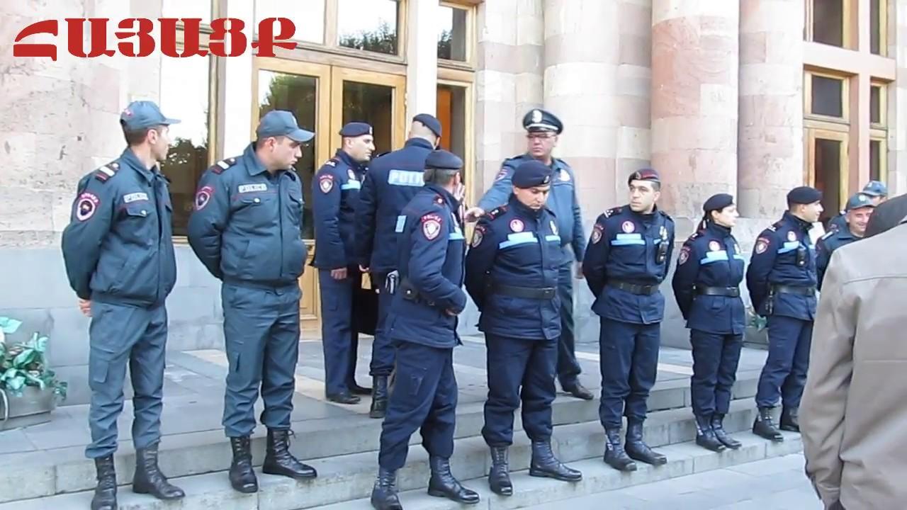 Դուք ոստիկան չեք, դուք մարդակեր, աշխատավարձ ստացողներ եք․ Քաղաքացին՝ ոստիկանին․ Տեսանյութ