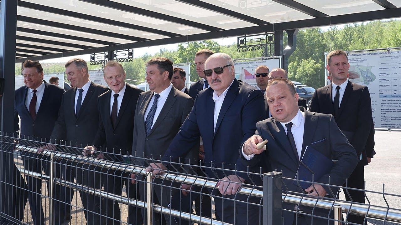 То есть там водителей нет Лукашенко показали беспилотный БЕЛАЗ