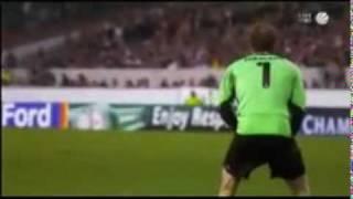 Jens LEhman pinkelt während dem Spiel