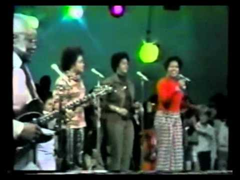 The Staple Singers ::::: Glory,Glory,Hallelujah.
