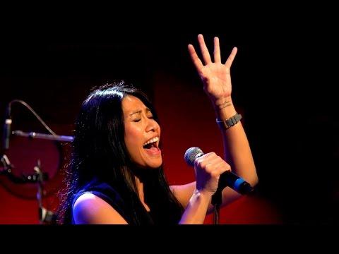 Anggun - La Neige Au Sahara (Live @ RTL, Dec 2015)