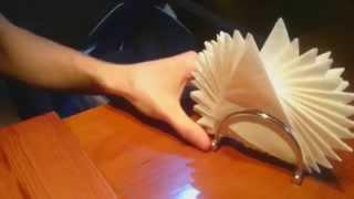 видео Как красиво сложить бумажные салфетки в салфетницу?