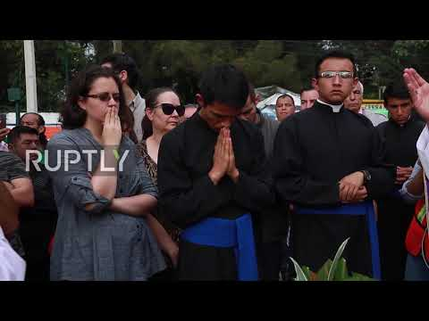 Mexico: Mourners honour pupils perished under Mexico City school