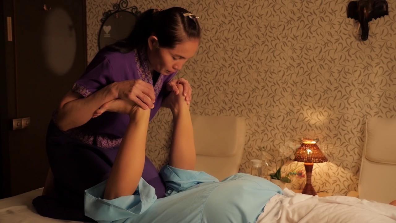 Тайка делает массаж негру видео