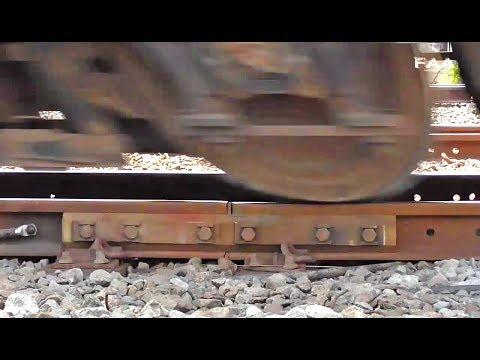 Suara Roda Kereta Api Melindas Sambungan Rel