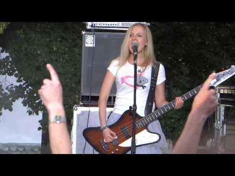 Слушать песню Детские песни в рок обработке - Крылатые Качели (Приключения Электроников)