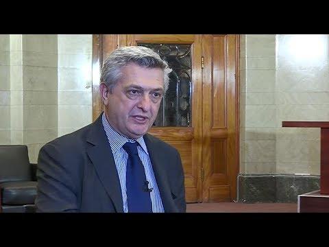 Inslag från Aktuellt och SVT med UNHCR:s chef Filippo Grandi