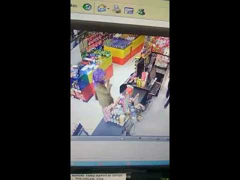 Beredar Rekaman CCTV,  Oknum PNS Mencuri Di Alfamart