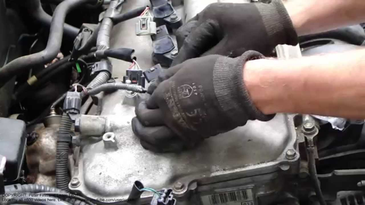 Dual Vvt I Sensors Location In Cylinder Head Cover Toyota