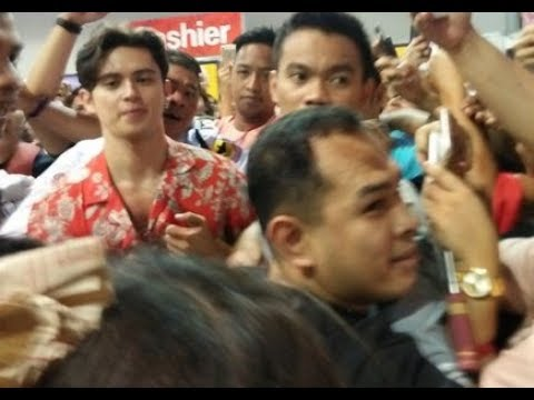 James Reid Causes Stampede at Manila Book Fair 2017