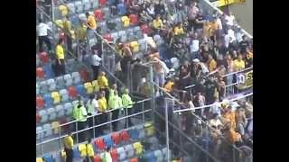 Repeat youtube video Dynamo Dresden Hooligans Randale im Fanblock