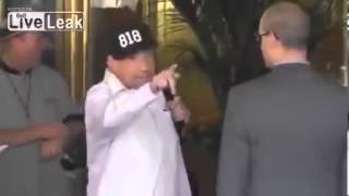 Anthony Kiedis scuffles with bodyguards Full Version)