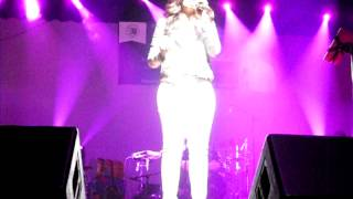 Shreya Ghoshal singing- 'ogo aar kichu to nai' in New York