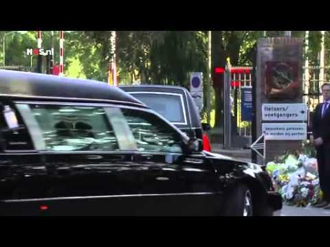 Aankomst rouwcolonne in Hilversum - NOS Nieuws