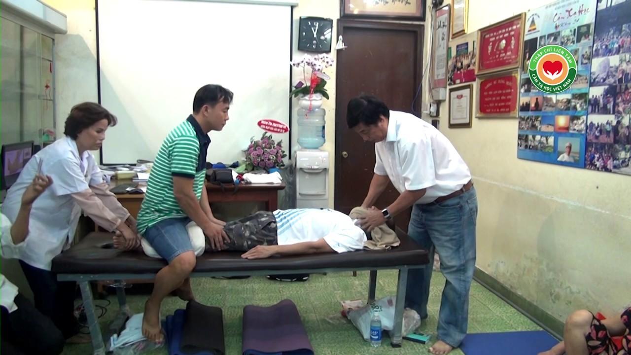Chữa đau thần kinh tọa, bệnh nhân cao lên 1cm sau vài phút