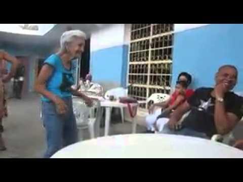 """""""सोना कितना सोना है"""" गाने पर बूढी महिला का डांस - Old lady ka dance on indian hindi song"""