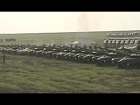 Video: Russian troops re-deploy to base after Ukraine border drills
