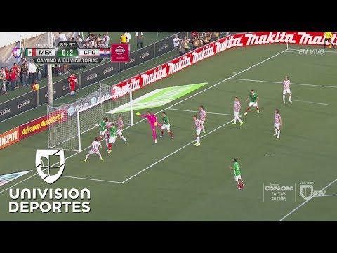 Chicharito marcó el gol con el que se convirtió en el máximo goleador en la historia del Tri