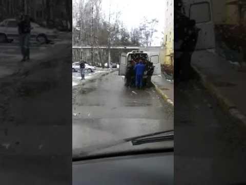 Шкафы перевозят в автомобиле скорой помощи!