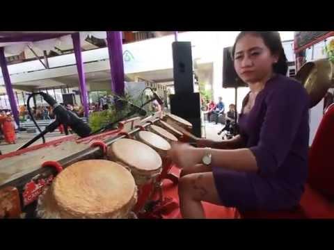 Sinta Simamora dalam Pesta MBO dan Mangompoi Gereja HKBP Serpong (II)