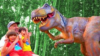 DINOSAURIOS GIGANTES en el Museo Jurasico de Asturias!! 🦕 Otra aventura de Dani y Evan!