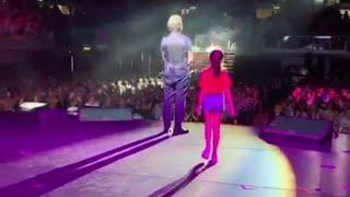 Emozione sul palco per Leonardo Pieraccioni: arriva la figlia Martina
