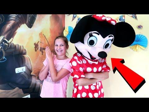 Irochka triseaza Minnie Mouse s-a suparat nu mai vrea sa se joace De-a V-ati Ascunselea