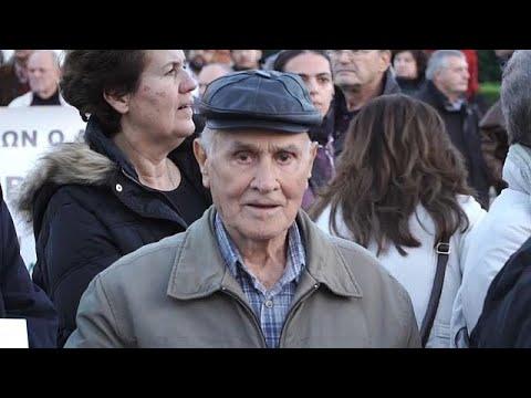 Yunanistan'da emekliler de meydanları doldurdu
