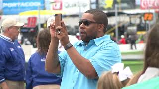 Kenan Thompson serves as Grand Marshal of NASCAR race at Atlanta Motor Speedway