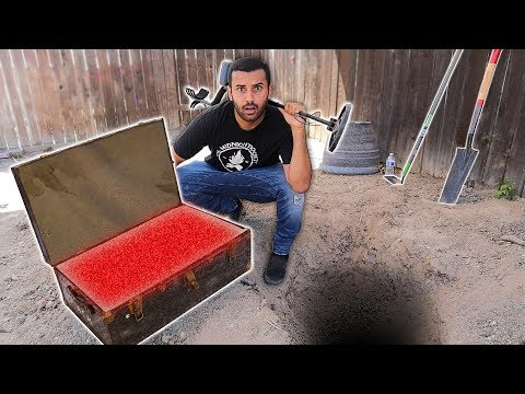I FOUND ABANDON LUGGAGE WHILE METAL DETECTING IN MY YARD!!! WHAT WAS IN IT LEFT ME HORRIFIED.. 😨
